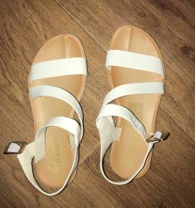Новые сандали 38 размер