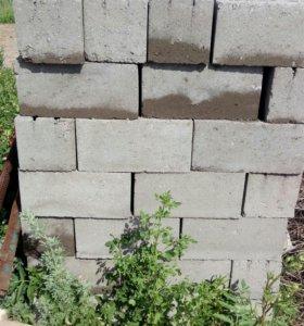 Продаю бетонные блоки, кирпич