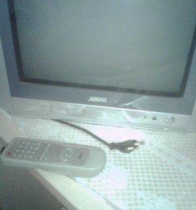 Телевизор Акай маленький с пультом.