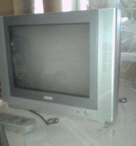 Телевизор Акай с пультом.