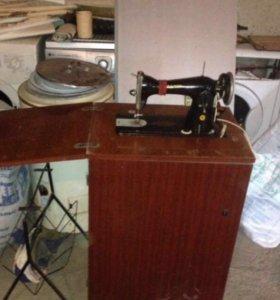 Швейная машина. С ножным и электрическим приводами