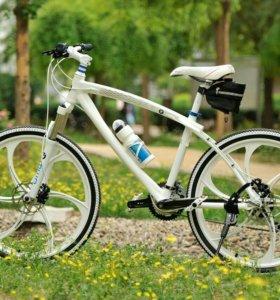 Велосипед на литых дисках БМВ
