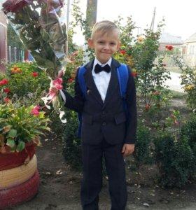 Школьная форма для мальчика-первоклассника