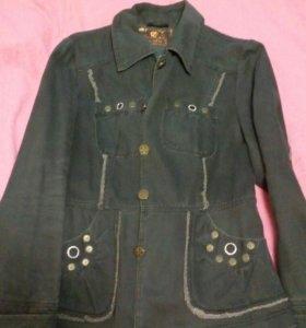 Стильный пиджак из плотной джинцовки.