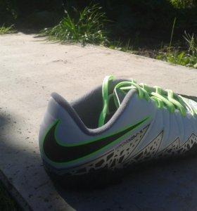 Футбольные сороконожки Nike hypervenomx.