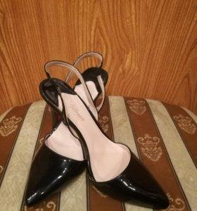 Туфли босоножки новые