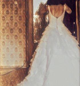 Свадебное платье с шикарным шлейфом!!