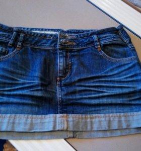 Джинсовые юбка и шорты- 200рублей за всё.