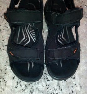 Продам сандалии 39размер