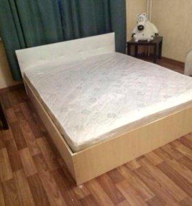 Новая кровать с кожаной спинкой и матрасом