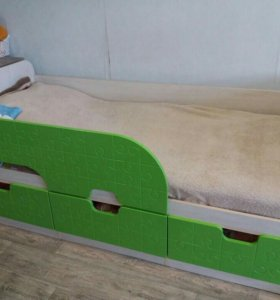 Детская кровать (с матрасом)