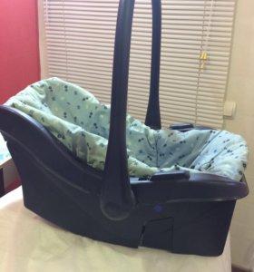 Автомобильная люлька-кресло для малыша