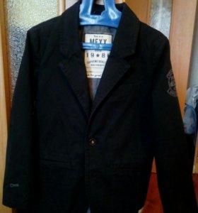 Пиджак на мальчика (фирмы Мехх)