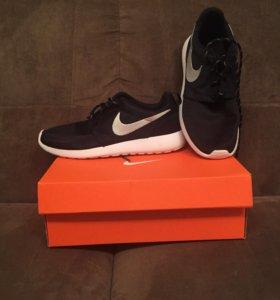 Продам кроссовки Nike roshe run