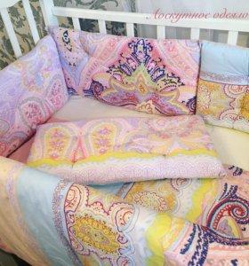 Бортики в кроватку+ одеялко + простыня