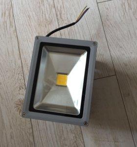 Светодиодный прожектор 20в