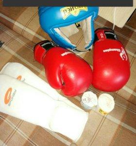 Комплекта для кикбоксинга(бокса)