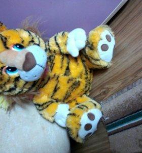 Тигр в шарфике очень мягкий