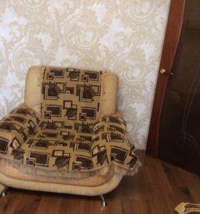 Диван и два кресла,комплект дивандеков