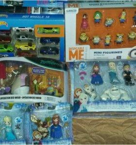 Большая  коллекция оригинальных игрушек.