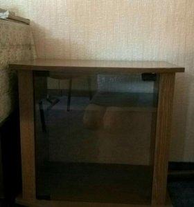 Тумба под телевизор со стеклянной дверцей