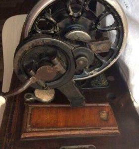 Машинка швейная (ручная)