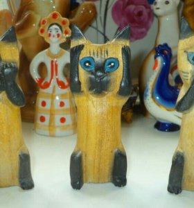Фигурки котиков, дерево