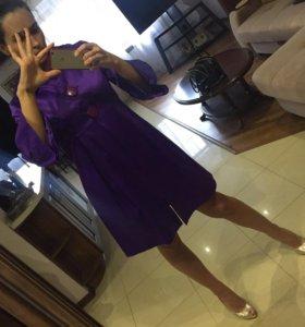 Фиолетовый атласный плащ на пуговичках