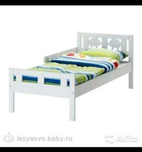 Детская кровать с матрасом в хорошем состоянии.