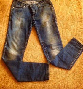 Модные брендовых джинсы