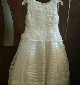 Платье праздничное для девочки возраст 4-5лет