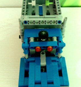 LEGO грузовик