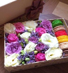 Живые цветы в коробке
