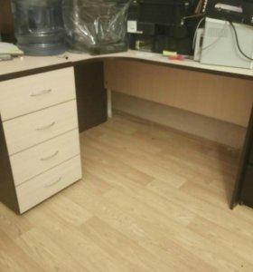 Удобный офисный стол