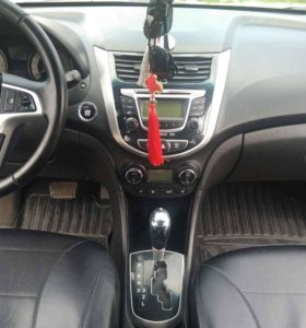 Hyundai-Solaris 2012 (торг уместен)