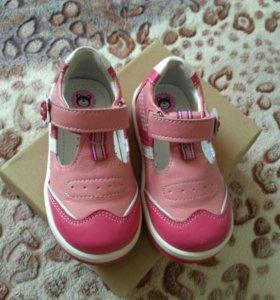 Полуботиночки ( туфли)для девочки 22 р
