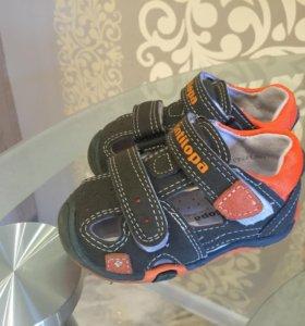 Детские сандалии (20 размер)