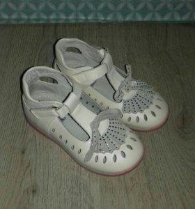 Туфли детские на девочку
