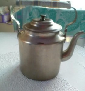 Чайник из латуни.ему более 100 лет.