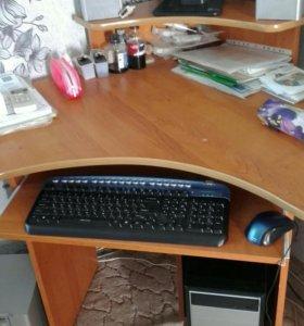 Компьютер в сборе + компьютерный стол