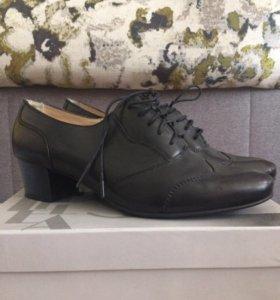 Ботинки женские на шнурках на маленьком каблуке