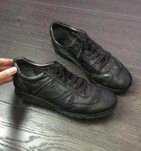 Кожаные кроссовки 38 р-р