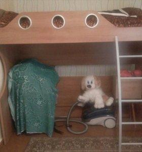 Двухъярусная кровать с 2мя матрасами