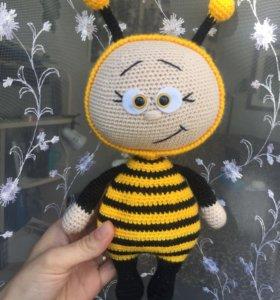 Бонни в костюме Пчелки