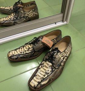 Новые мужские туфли из кожи питона