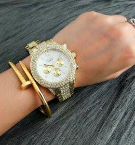 Часы + подарочек