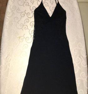 Чёрное платье с кружевными вставками