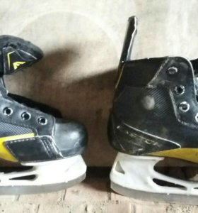 Коньки хоккейные Easton.