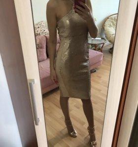 Платье миди с пайетками новое с бирками