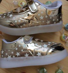 Новые красивые кроссовки 25 размер
